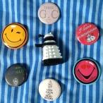 Les autres surprises: badges trop jolis et figurine de Dalek [Doctor Whooooo]